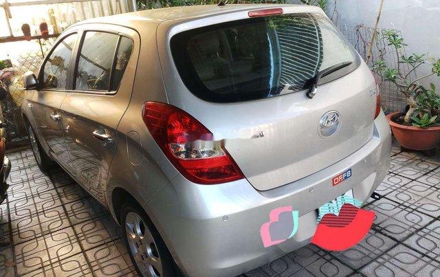 Cần bán Hyundai i20 đời 2011, màu bạc, nhập khẩu0