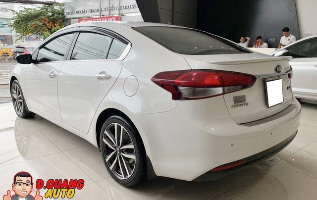 Cần bán lại xe Kia Cerato đời 2017, màu trắng1