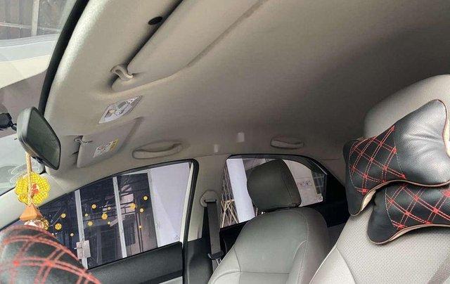 Cần bán gấp Kia Soluto năm sản xuất 2019, màu trắng, số sàn7