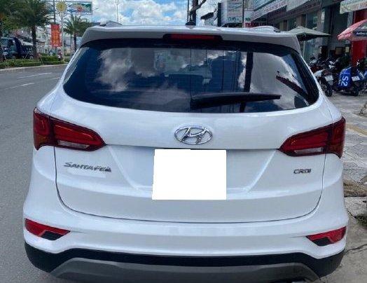 Bán gấp chiếc Hyundai Santa Fe năm sản xuất 2019, xe còn mới, giá ưu đãi5