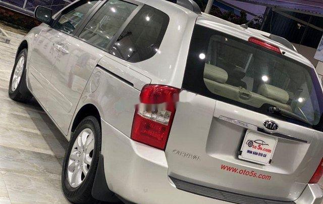 Bán xe Kia Carnival năm sản xuất 2010, màu bạc số sàn 0