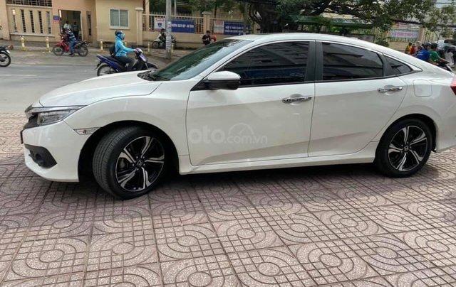 Cần bán Honda Civic 1.5 sản xuất 2017 màu trắng0