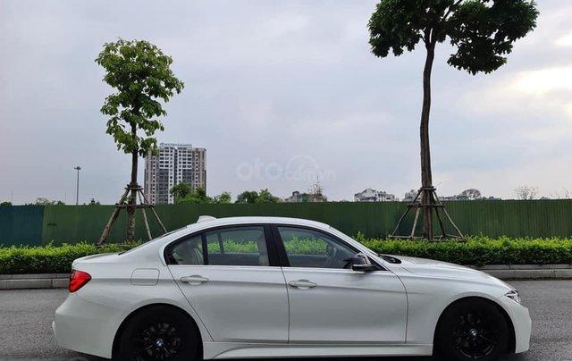 Bán xe BMW 320i model 2019, đăng ký lần đầu tháng 9-2019 trắng nội thất kem0