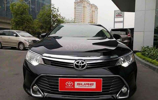 Bán lại xe Toyota Camry 2.0E năm sản xuất 2016, màu đen còn mới3