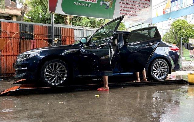 Cần bán xe Kia Optima 2.0 GATH sản xuất 2017, màu xanh đen, giá 680tr2