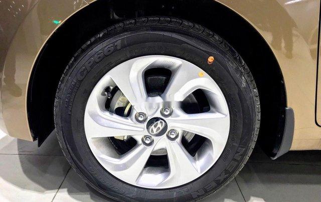 Cần bán Hyundai Grand i10 đời 2020, màu vàng cát2