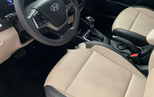 Chính chủ bán Hyundai Accent năm sản xuất 2018, màu trắng7