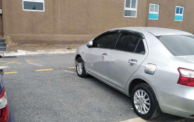 Cần bán Toyota Vios đời 2013, màu bạc số sàn 8