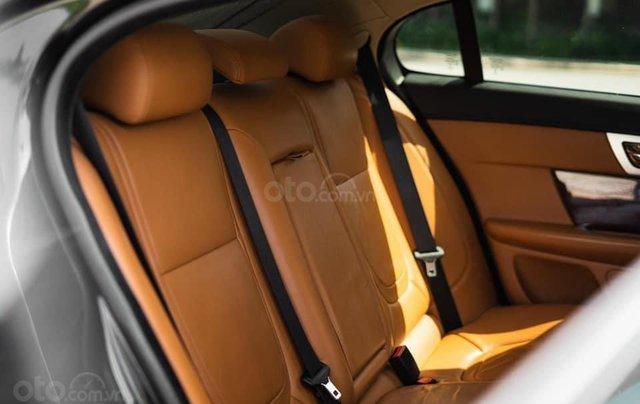 Jaguar XF sản xuất 2015, màu đen6