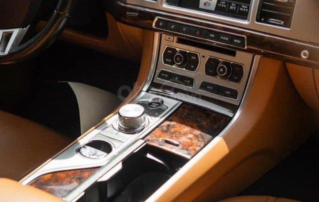 Jaguar XF sản xuất 2015, màu đen7