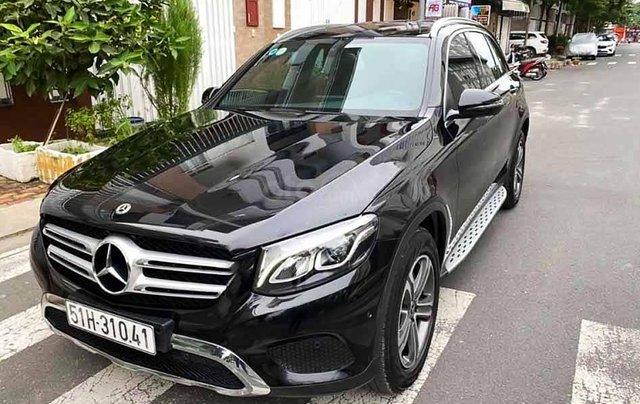 Cần bán xe Mercedes GLC-Class năm 2018, màu đen còn mới0