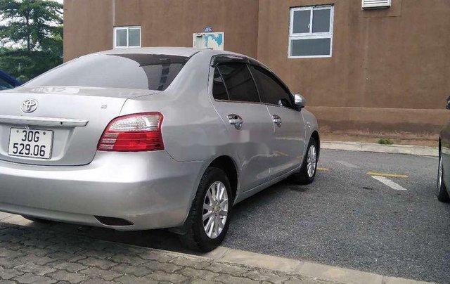 Cần bán Toyota Vios đời 2013, màu bạc số sàn 7