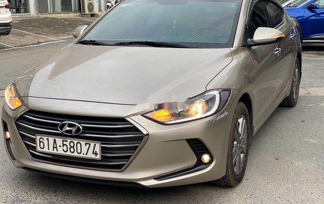 Cần bán lại xe Hyundai Elantra sản xuất 2018, màu vàng số tự động, 578 triệu1