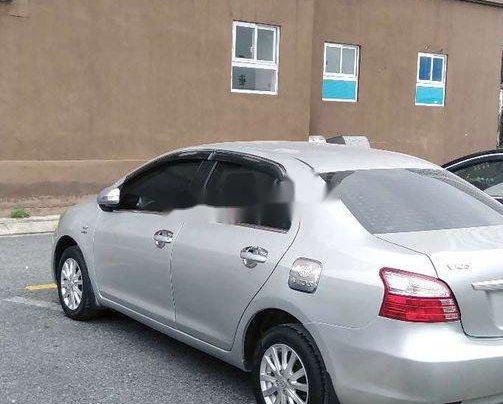 Cần bán Toyota Vios đời 2013, màu bạc số sàn 5