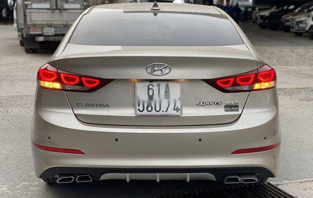 Cần bán lại xe Hyundai Elantra sản xuất 2018, màu vàng số tự động, 578 triệu3