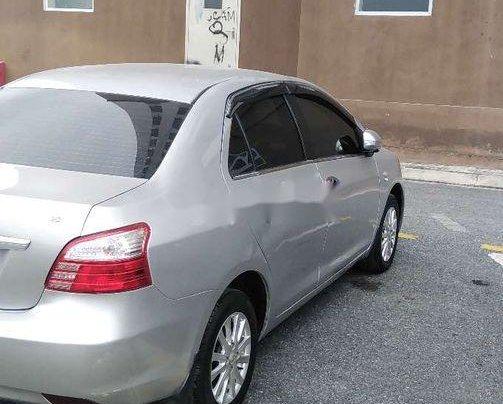 Cần bán Toyota Vios đời 2013, màu bạc số sàn 4