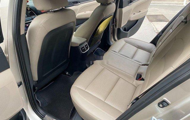 Cần bán lại xe Hyundai Elantra sản xuất 2018, màu vàng số tự động, 578 triệu5