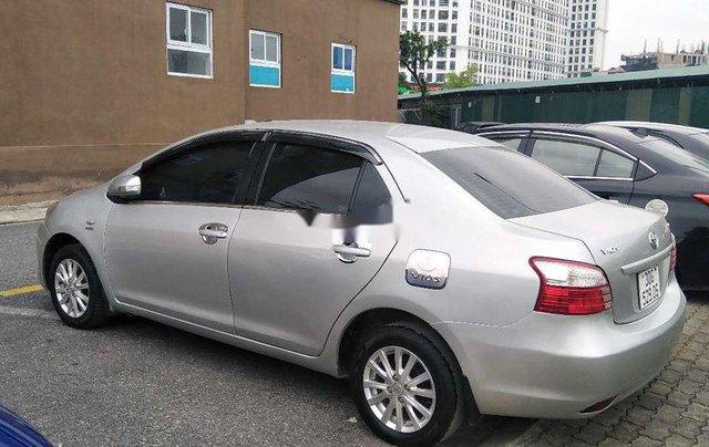 Cần bán Toyota Vios đời 2013, màu bạc số sàn 3