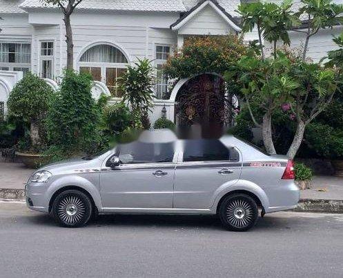Bán ô tô Daewoo Gentra năm 2011, màu bạc xe gia đình4