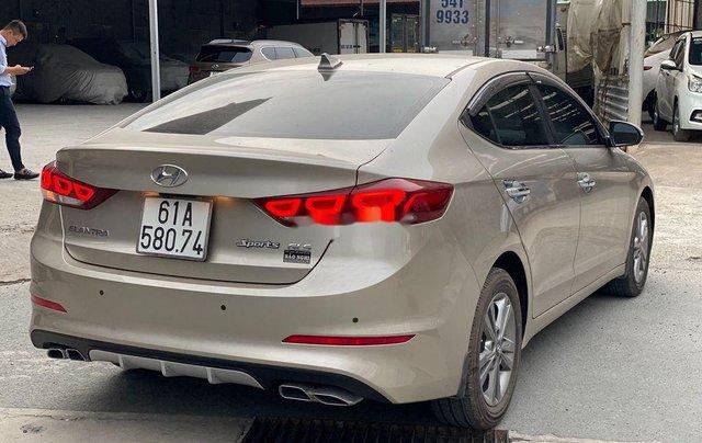 Cần bán lại xe Hyundai Elantra sản xuất 2018, màu vàng số tự động, 578 triệu2