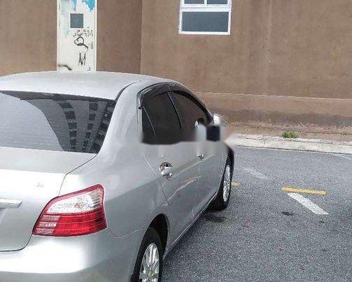Cần bán Toyota Vios đời 2013, màu bạc số sàn 6