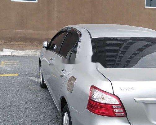 Cần bán Toyota Vios đời 2013, màu bạc số sàn 9