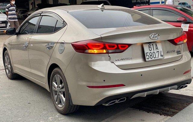 Cần bán lại xe Hyundai Elantra sản xuất 2018, màu vàng số tự động, 578 triệu4