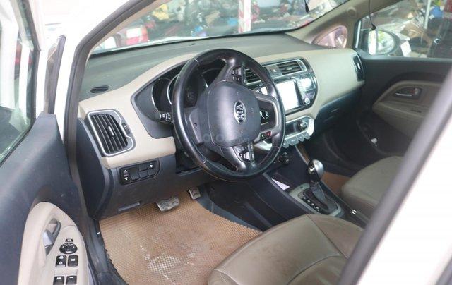 Bán xe Rio màu trắng SX 2015, bản hachback 5 cửa3