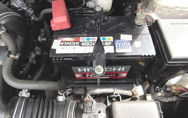Bán xe Toyota Vios sản xuất năm 2016, xe chính chủ giá mềm9