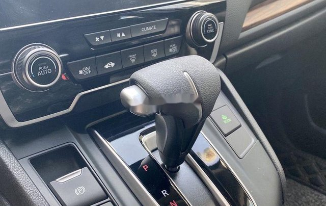 Cần bán gấp Honda CR V đời 2018, màu trắng, xe nhập8