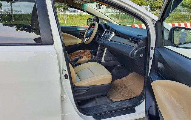 Cần bán nhanh với giá ưu đãi nhất chiếc Toyota Innova bản E 2019, xe chính chủ còn mới4