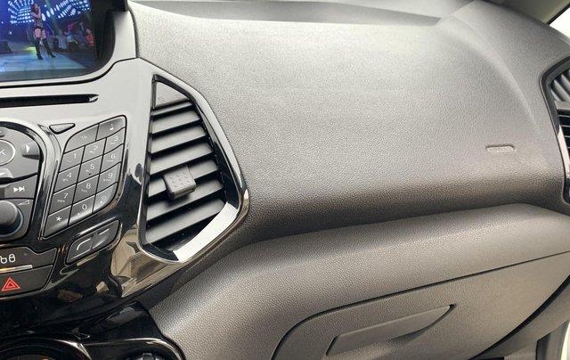 Ford EcoSport 2018 Titanium màu trắng13