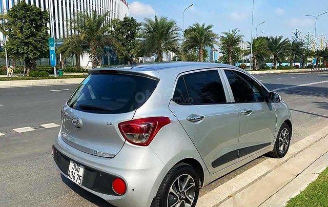 Cần bán xe Hyundai Grand i10 năm 2017, màu bạc còn mới3