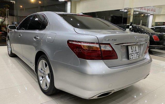 Bán Lexus LS460L 2011, màu xám bạc3