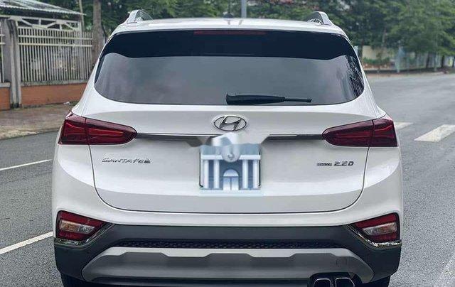 Cần bán gấp Hyundai Santa Fe 2020, màu trắng số tự động2