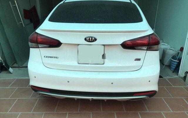 Cần bán gấp Kia Cerato năm sản xuất 2018, màu trắng, nhập khẩu 2