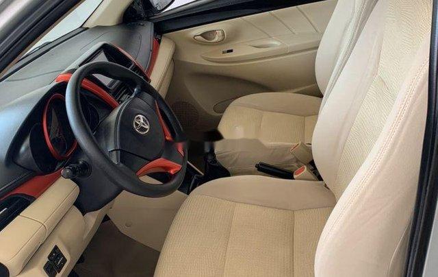 Cần bán xe Toyota Vios sản xuất 2015, màu bạc số sàn, 318tr8