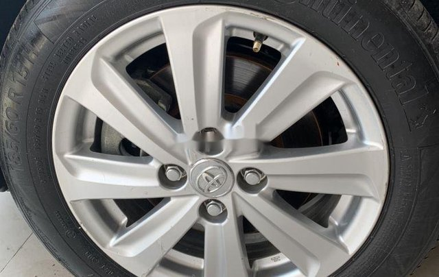 Cần bán xe Toyota Vios sản xuất 2015, màu bạc số sàn, 318tr11