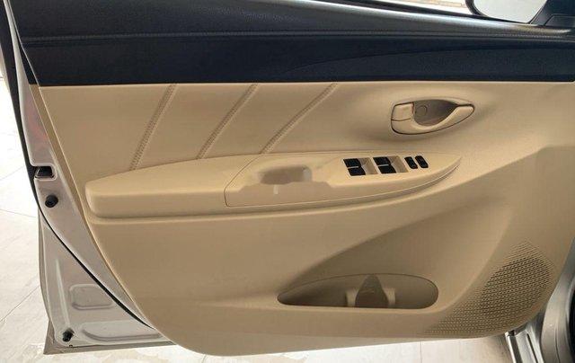 Cần bán xe Toyota Vios sản xuất 2015, màu bạc số sàn, 318tr9