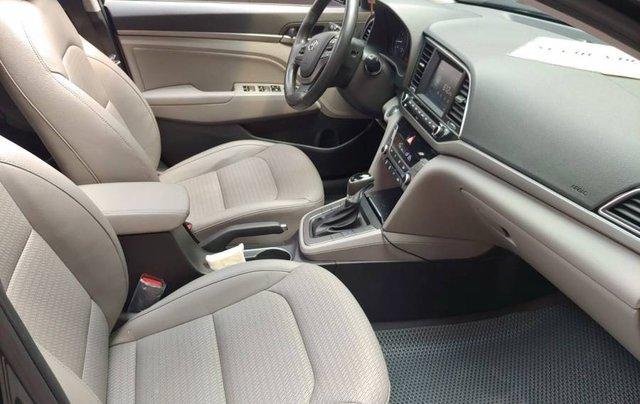 Bán Hyundai Elantra sản xuất năm 2017, màu đen như mới5