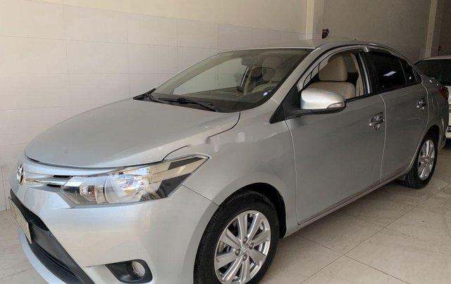 Cần bán xe Toyota Vios sản xuất 2015, màu bạc số sàn, 318tr3