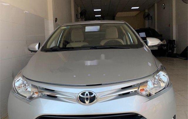Cần bán xe Toyota Vios sản xuất 2015, màu bạc số sàn, 318tr0