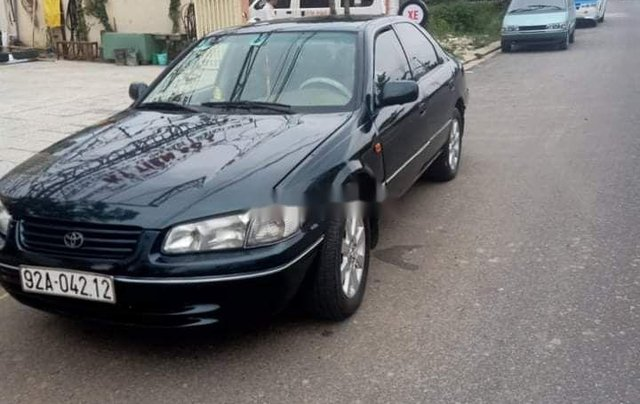 Bán Toyota Camry đời 2000, màu đen, xe nhập còn mới, giá tốt0