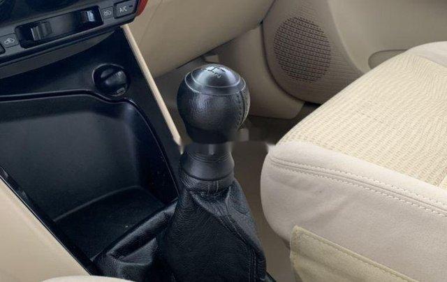 Cần bán xe Toyota Vios sản xuất 2015, màu bạc số sàn, 318tr6