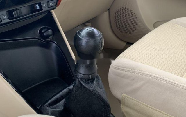 Bán ô tô Toyota Vios đời 2015, màu bạc, số sàn4