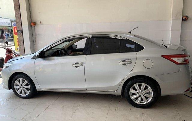 Cần bán xe Toyota Vios sản xuất 2015, màu bạc số sàn, 318tr2