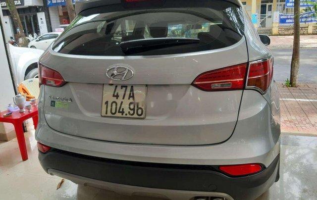Xe Hyundai Santa Fe năm sản xuất 2015 còn mới8