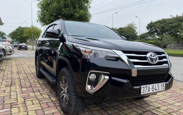Bán xe Toyota Fortuner sản xuất năm 2019, màu đen  1