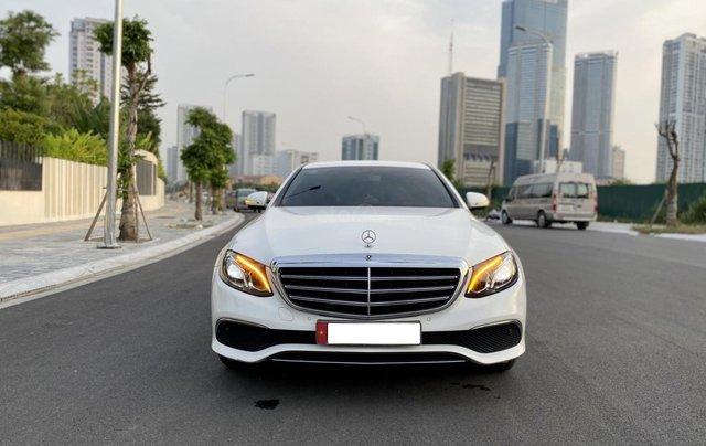 Cần bán Mercedes Benz E200 đời 2018, màu trắng0