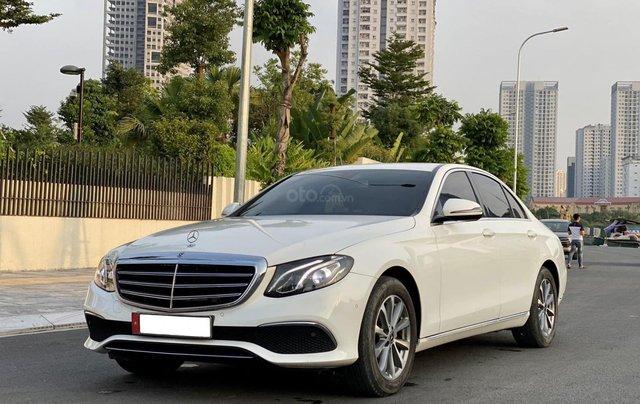Cần bán Mercedes Benz E200 đời 2018, màu trắng1
